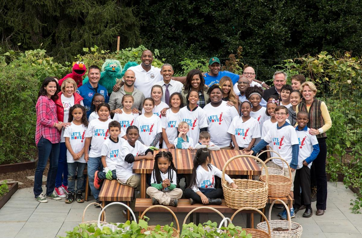 Group photo at the fall harvest of the White House Kitchen Garden.