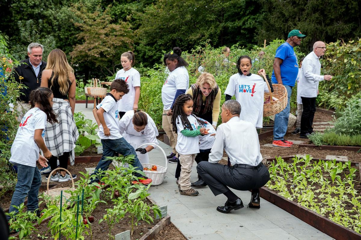 President Barack Obama Joins First Lady Michelle Obama For Her Final White House Kitchen Garden