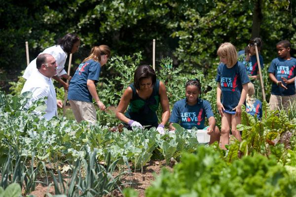 Exceptional FLOTUS In The Garden