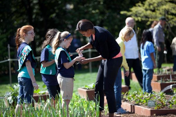First Lady Michelle Obama gives seeds to girls from Girl Scout Troop 60325 in Fairport, N.Y. in the White House Kitchen Garden
