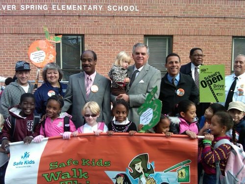 Sec. LaHood, Maryland Lt. Governor Anthony Brown and students at Walk to School Day